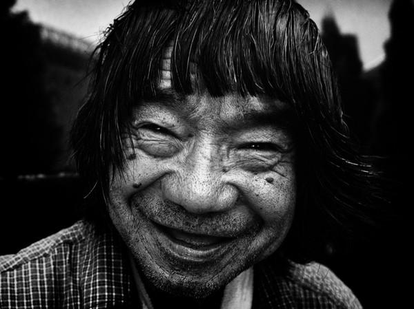 Những tấm ảnh đen trắng đầy cảm xúc về người dân Tokyo 1