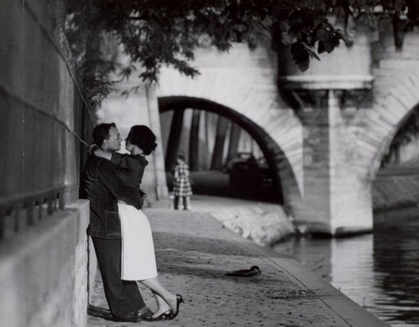 Yêu ở Paris với Paul Almasy 1