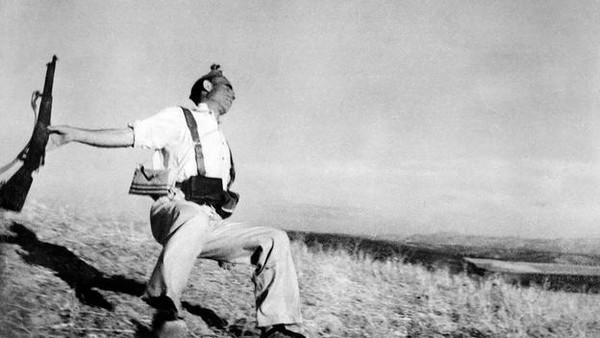 Robert Capa – Người tạo nên chuẩn mực cho các phóng viên ảnh chiến trường 3