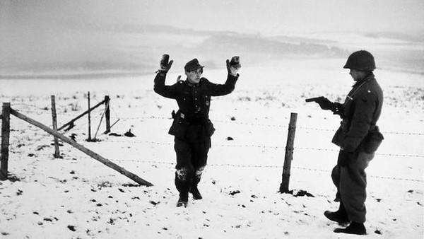 Robert Capa – Người tạo nên chuẩn mực cho các phóng viên ảnh chiến trường 7