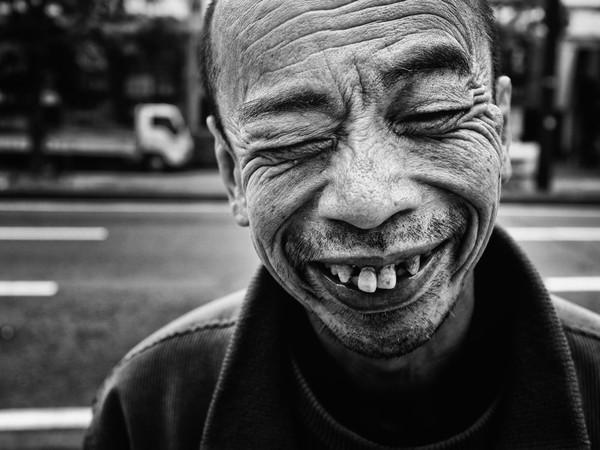 Những tấm ảnh đen trắng đầy cảm xúc về người dân Tokyo 9