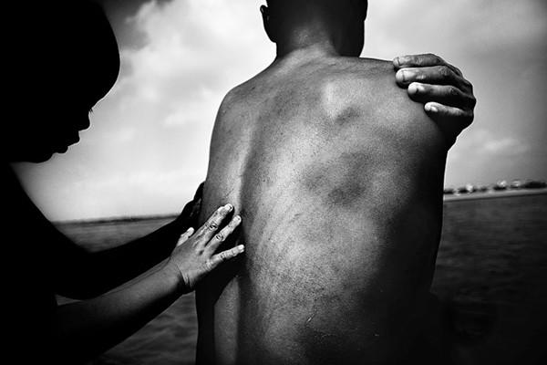 Những bộ ảnh cảm động về nghị lực của người Việt khiến hàng triệu trái tim thổn thức 19