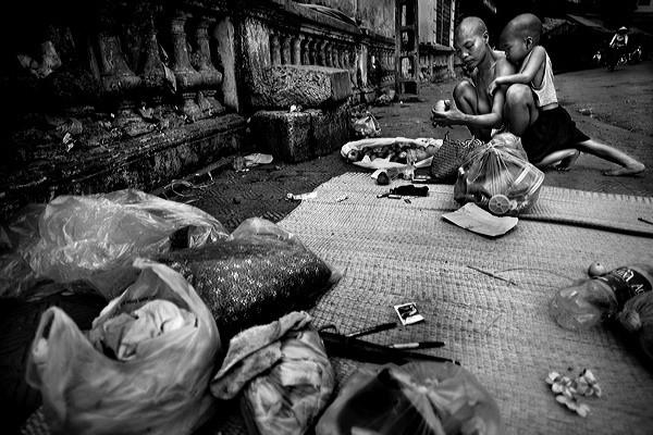 Những bộ ảnh cảm động về nghị lực của người Việt khiến hàng triệu trái tim thổn thức 20