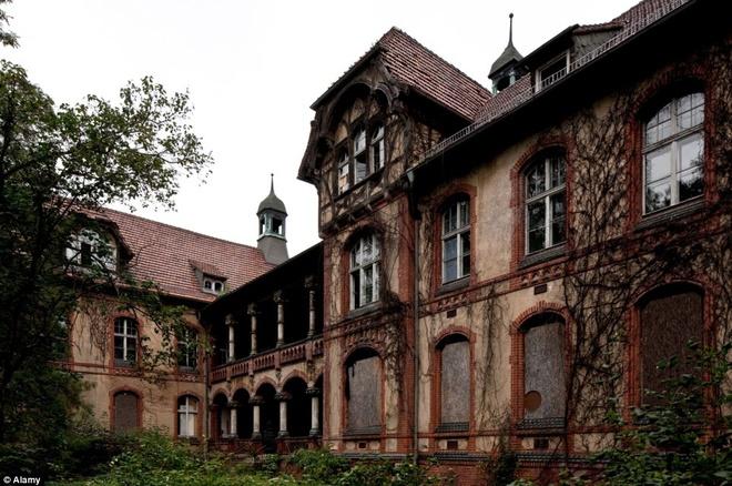 Rùng mình với bệnh viện bỏ hoang của Đức quốc xã
