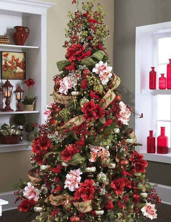 Trào lưu thay áo cho cây thông Noel bằng lẵng hoa rực rỡ