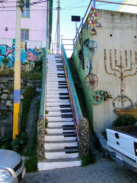 Trầm trồ những bức tranh trên bậc cầu thang