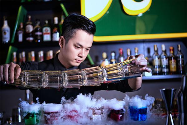 Kết quả hình ảnh cho bartender việt