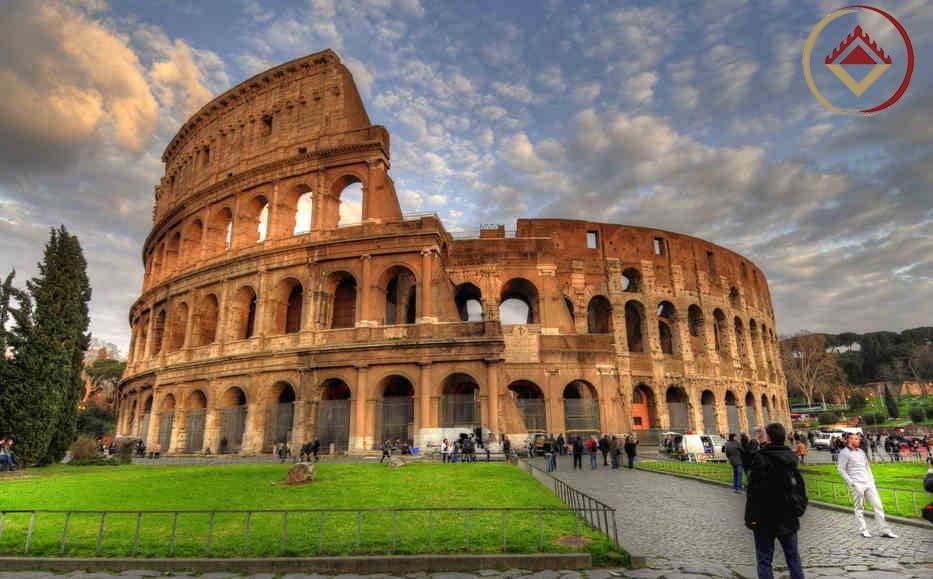 Colosseum được xem là đấu trường có qui mô kiến trúc hoành tráng nhất của thời La Mã cổ đại và với sức chứa khoảng 50.000 người.