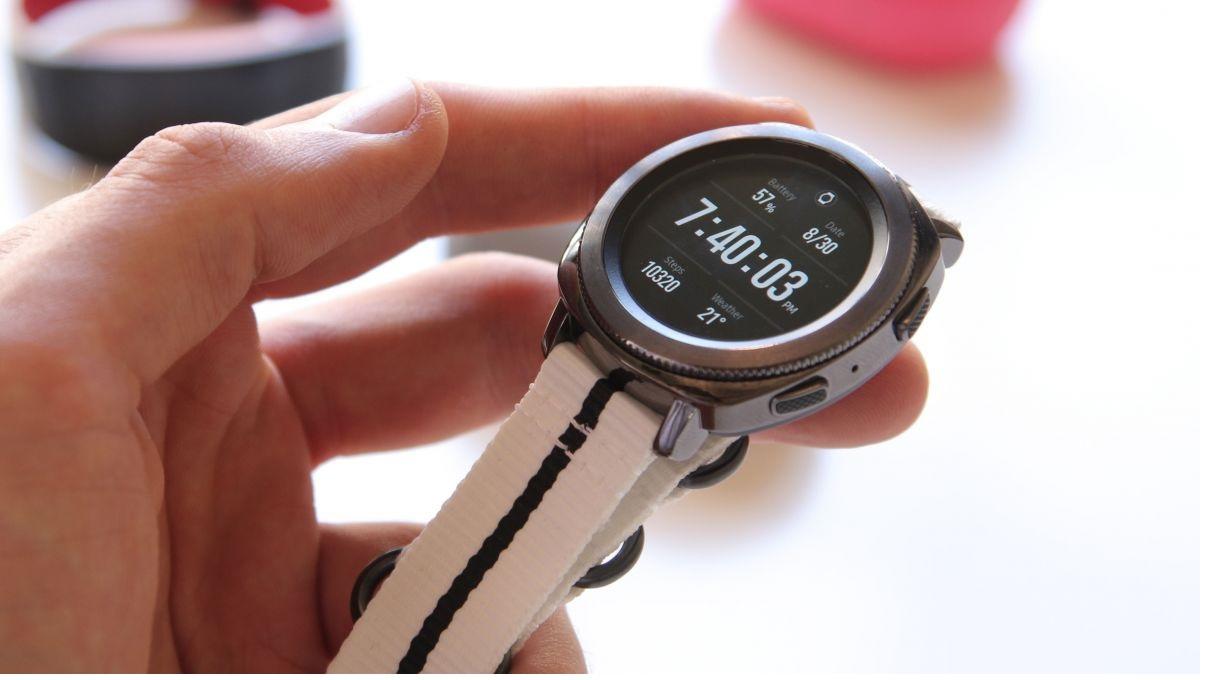 đồng hồ thông minh smartwatch Samsung Gear sport mới nhất vừa ra mắt