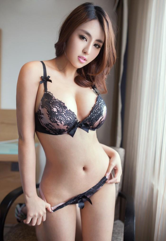 hình khỏa thân người mẫu