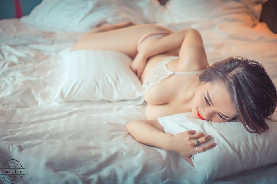 hình khỏa thân hoàn toàn