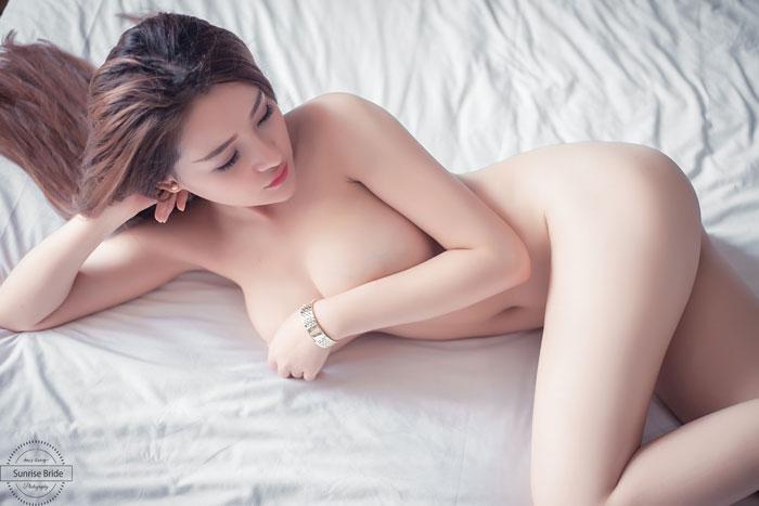 hình khỏa thân