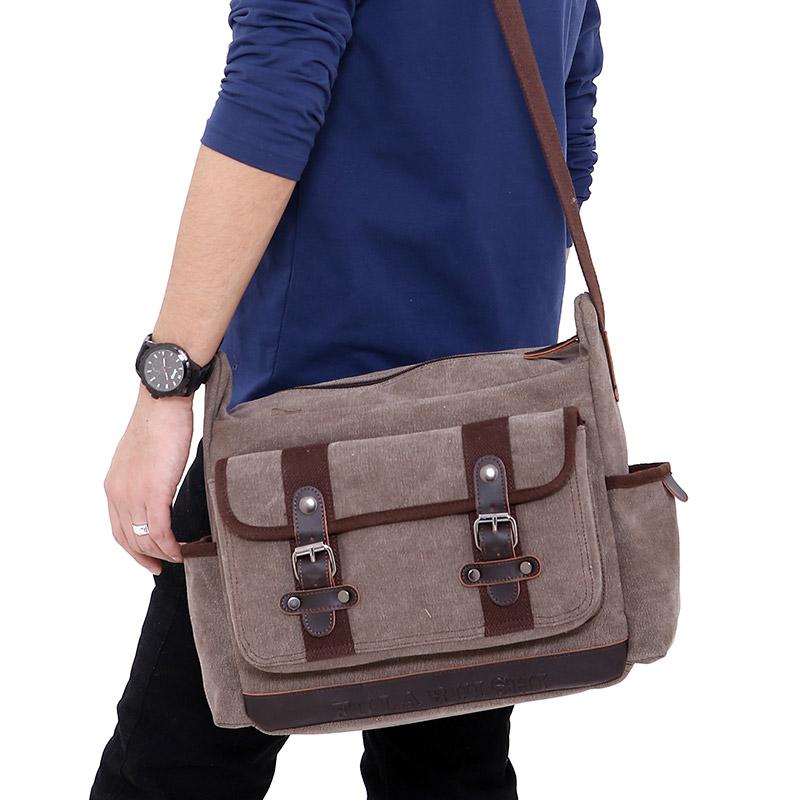 Túi đeo chéo nam vải rất phù hợp để diện đi học hay đi chơi