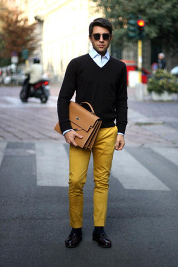Mix cặp da nam với áo len cổ tim, sơ mi và quần thô