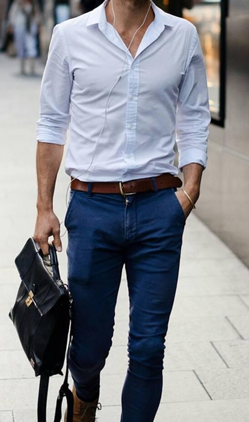 Phối cặp da nam với áo sơ mi trắng và quần jean