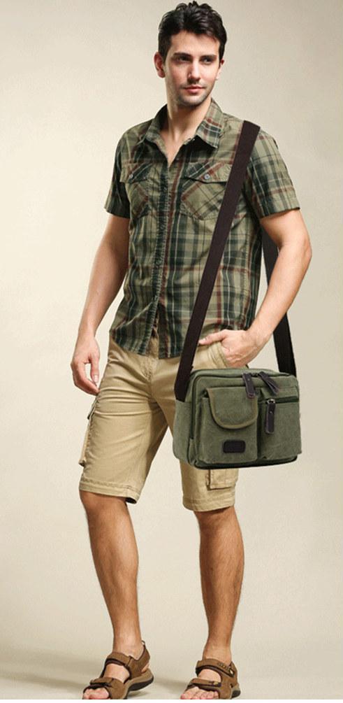 Túi đeo chéo nam phối cùng quần ngố và áo sơmi