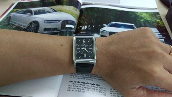 Đồng hồ mặt chữ nhật phù hợp với người có chiểu cao khiêm tốn