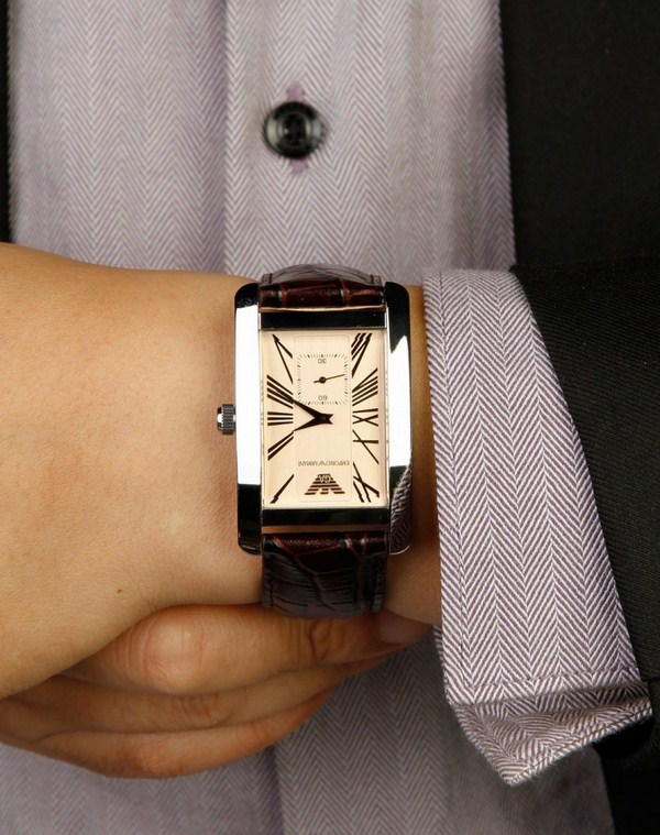 Đồng hồ nam dây da mặt chữ nhật là kiểu đồng hồ được rất nhiều chàng trai ưa chuộng
