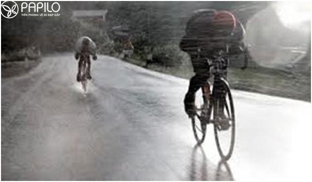Kinh nghiệm đi xe đạp trong trời mưa
