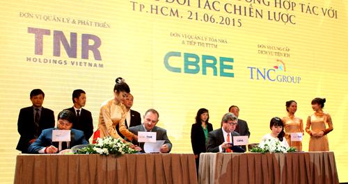 Lễ ký kết hợp đồng hợp tác của TNR Holdings Việt Nam với các đối tác chiến lược.