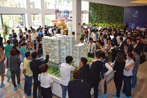 Hơn 600 người tham quan căn hộ mẫu dự án The GoldView