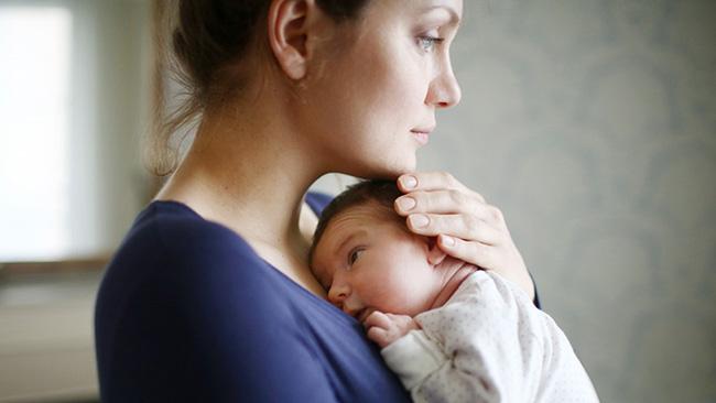 Chỉ Với 2 Bức Ảnh, Bà Mẹ Này Đã Cho Cả Thế Giới Thấy Sự Thật Phũ Phàng Sau Sinh