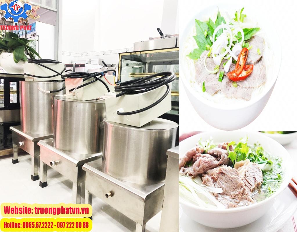 Nước dùng được nấu bằng nồi nấu phở điện thơm ngon chuẩn vị truyền thống
