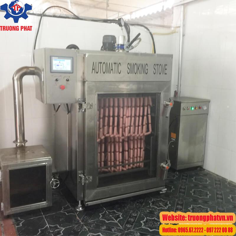 Lò xông khói xúc xích  trong dây chuyền sản xuất xúc xích