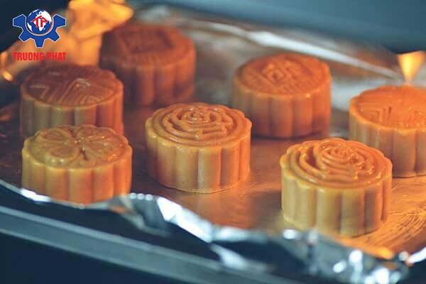 Cách làm bánh trung thu 5 - nướng bánh