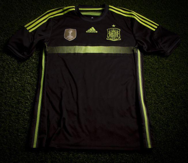 Quần áo bóng đá Tây Bạn Nha đen sân khách WC 2014