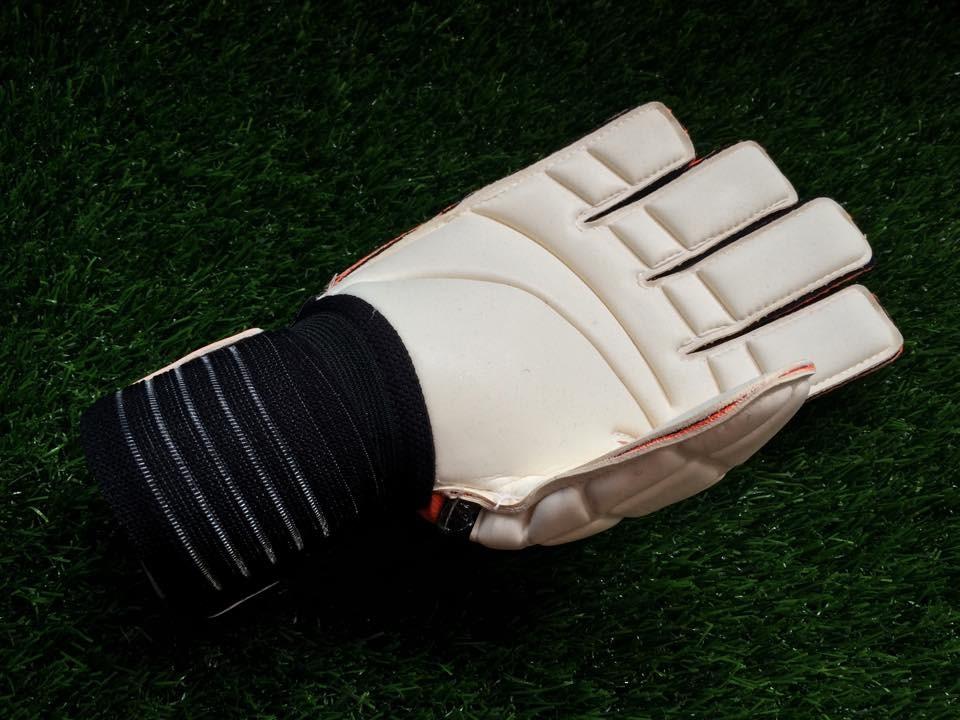 mút găng tay thủ môn adidas finger save