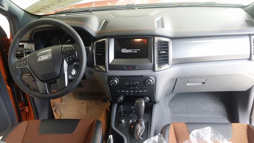 noi-that-xe-ford-ranger-2016