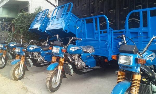 xe lôi ba bánh chở hàng