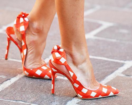 Giày cao gót Kẻ ca-rô trắng và đỏ cam đầy trẻ trung