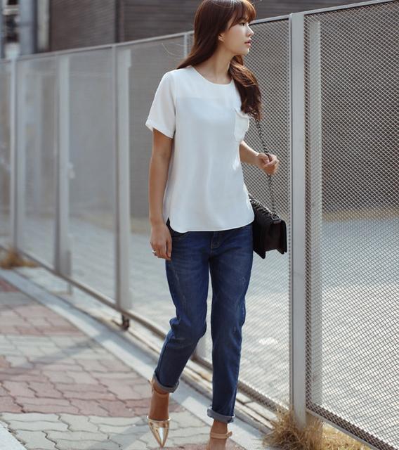 Đơn giản với quần baggy cùng một đôi giày mảnh mai