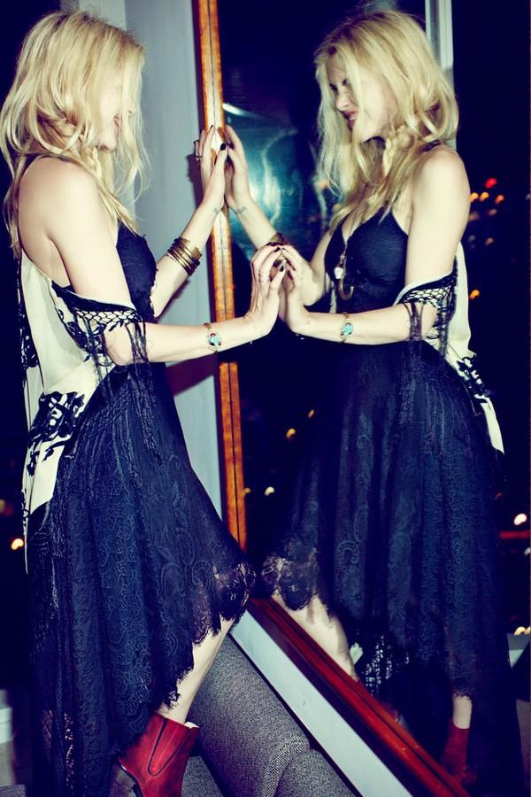 Tone màu đen dễ mix trang phục và phụ kiện