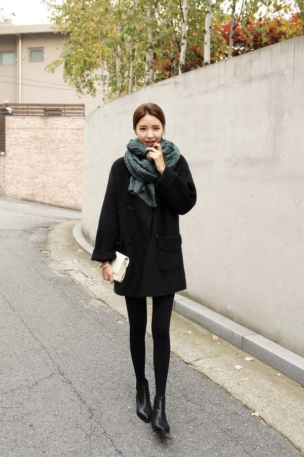 Legging mix cùng áo khoác dáng dài cũng là phong cách đậm chất Hàn