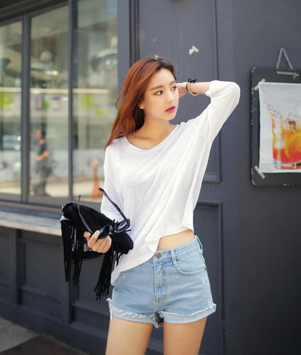 Mặc đẹp với các kiểu áo thun trắng
