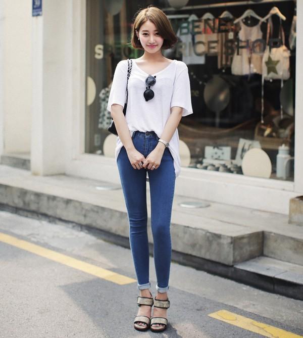 Áo thun trắng oversized mang lại vẻ phóng khoáng và thoải mái cho người mặc
