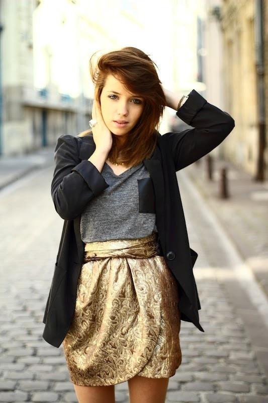Bạn sẽ trông nổi bật hơn với chân váy cuốn sang trọng