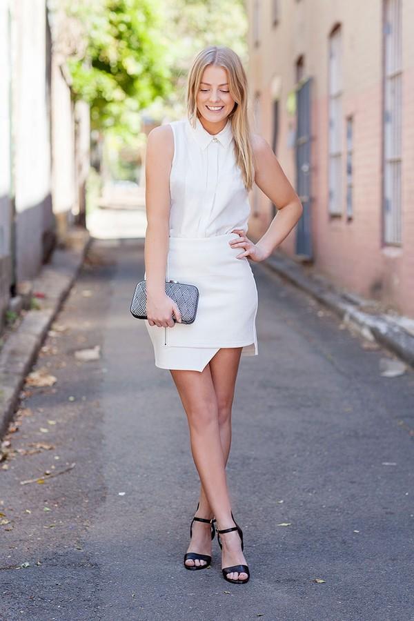 Phong cách white-on-white thanh lịch khi kết hợp cùng chân váy cuốn