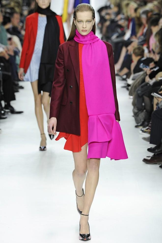 Thiết kế BST Dior mang đến sự mạnh mẽ nhưng không kém phần sang trọng và quyến rũ