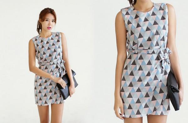 Váy liền có họa tiết to bản