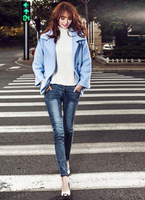 Mix quần jean cùng áo khoác nhẹ có màu sắc ngọt ngào