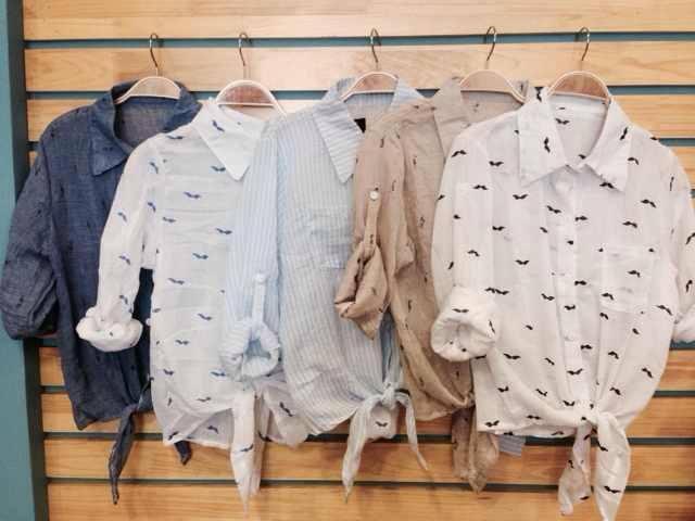 Các mẫu áo sơ mi buộc dây đang được các bạn nữ lựa chọn