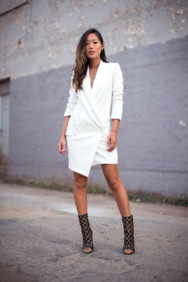 Một phong cách váy vạt chéo khác cùng màu trắn sang trọng