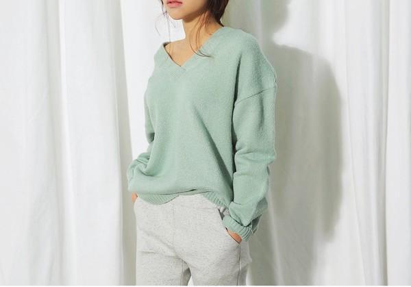Hay giàu sức sống với áo len tone xanh lá