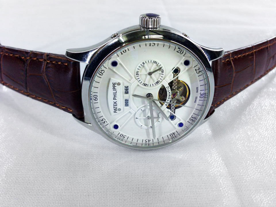 dong-ho-nam-lo-may-day-da-Patek-Philippe-PP7325-mat-truoc