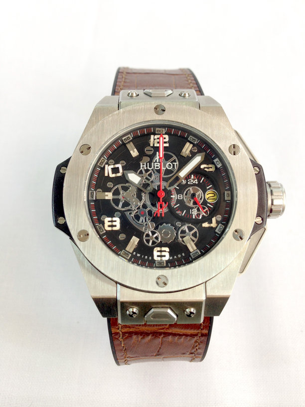 dong-ho-Hublot-Big-Bang-Ferarri-gia-re