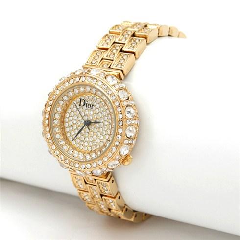 mua đồng hồ làm quà cho phụ nữ